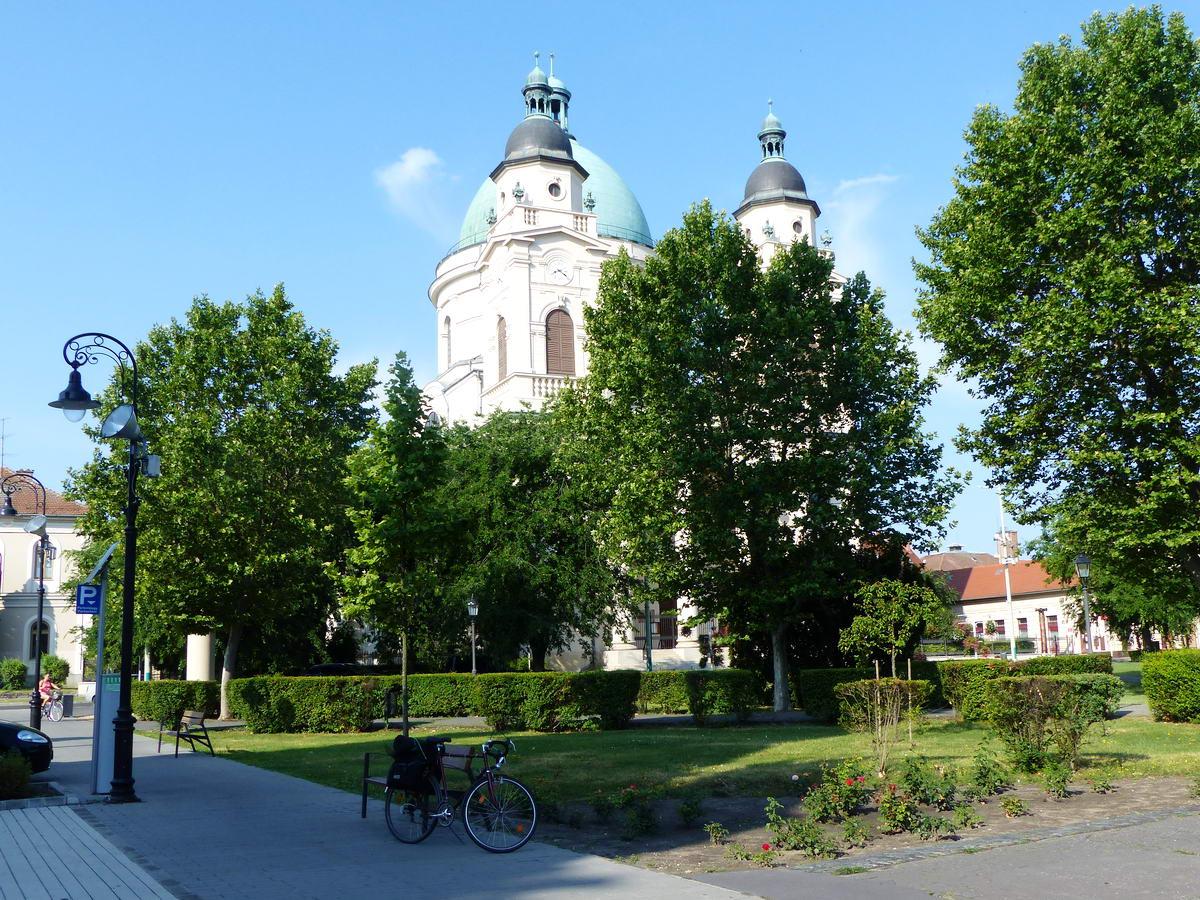 A Szabadság téren áll a református templom