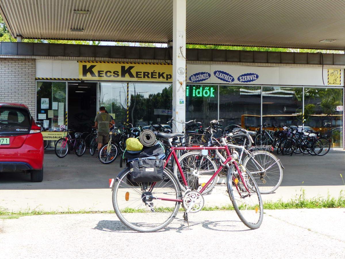Kecskeméten egy kerékpáros áruháznál kaptam pecsételést