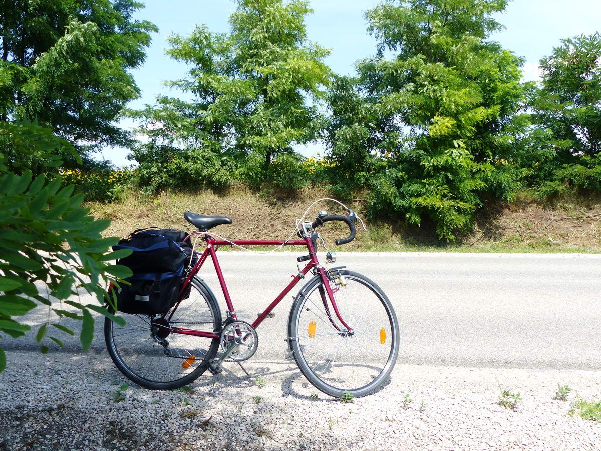 Pihenő egy országút szélén