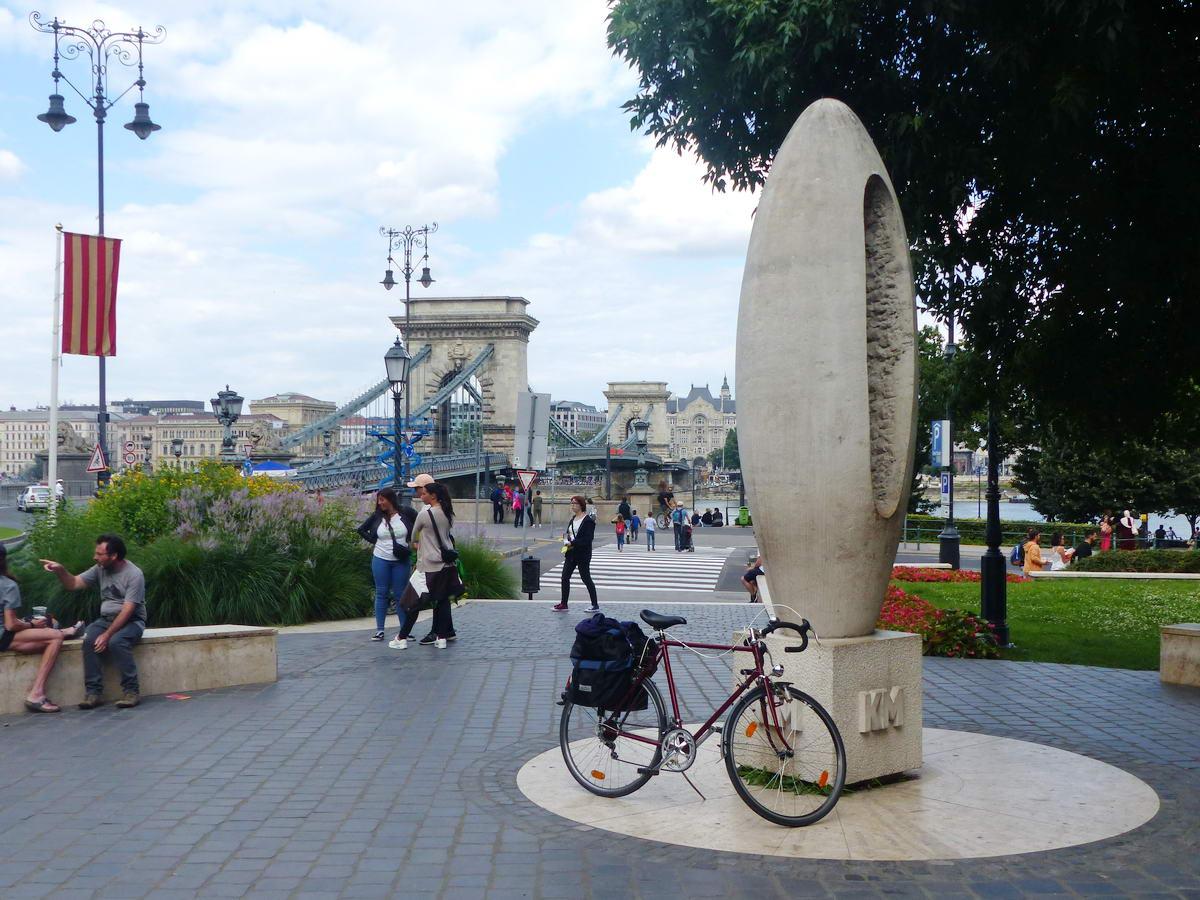Emlékkép Budapest központjában, a 0 kilométerkőnél