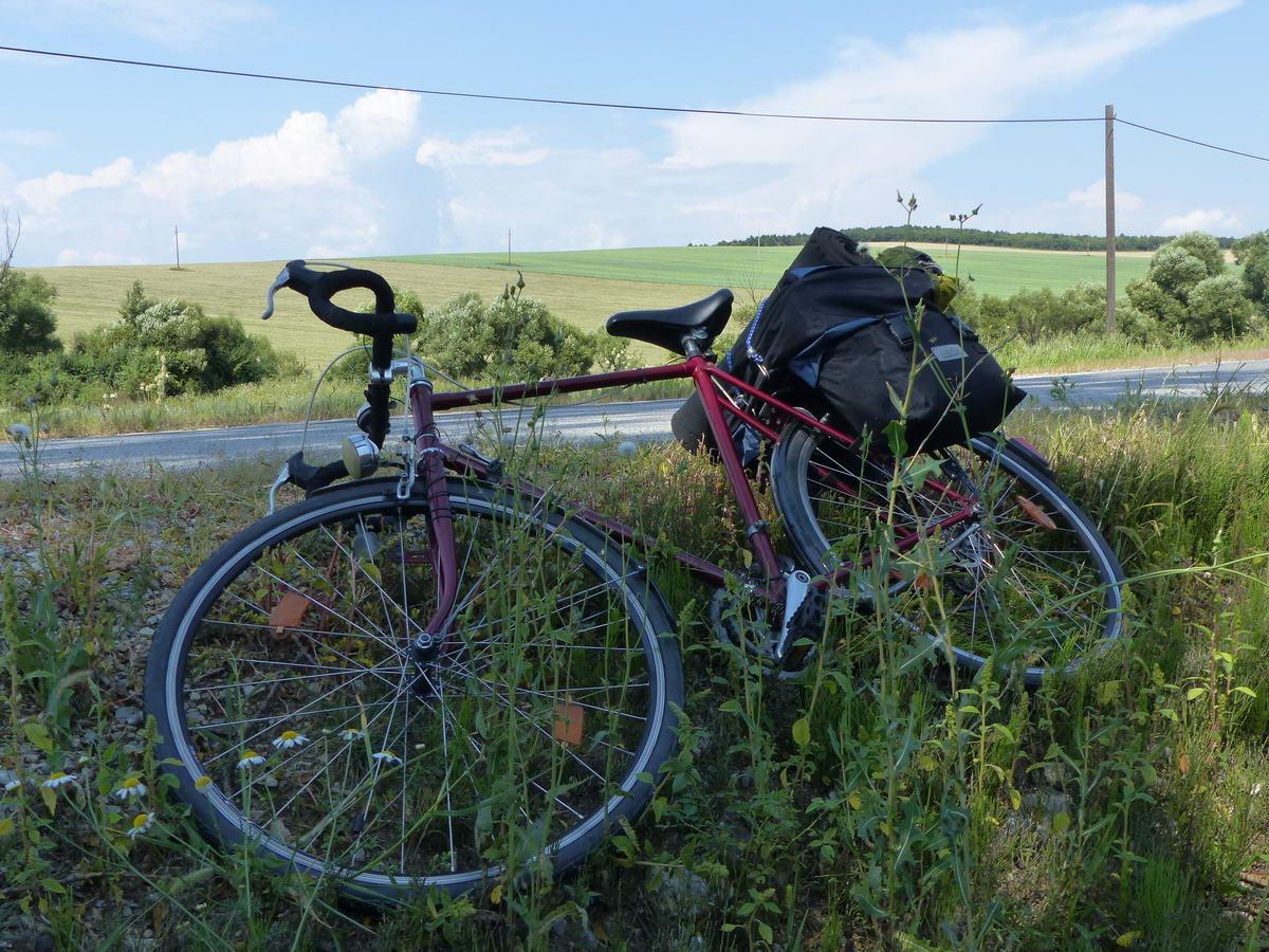 Ha keskeny a padka, akkor inkább ledöntöm a kerékpárt az út oldalában
