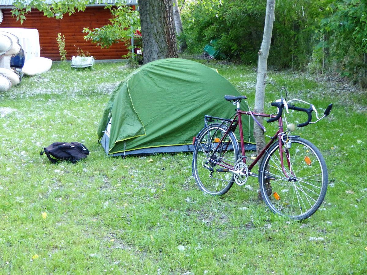 Persze sátorozni kempingben is lehet, itt például Poroszlón...