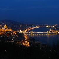 Az esti város
