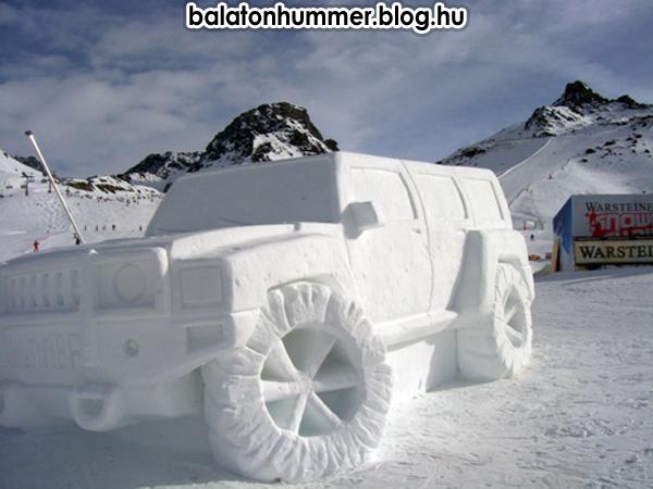 Balatonakarattyán felállították a Hummer emlékművet