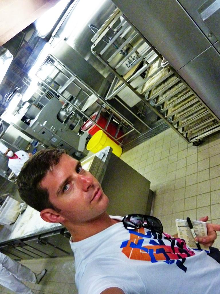Ki fogja elmosni a 20 000 tányért esténként?