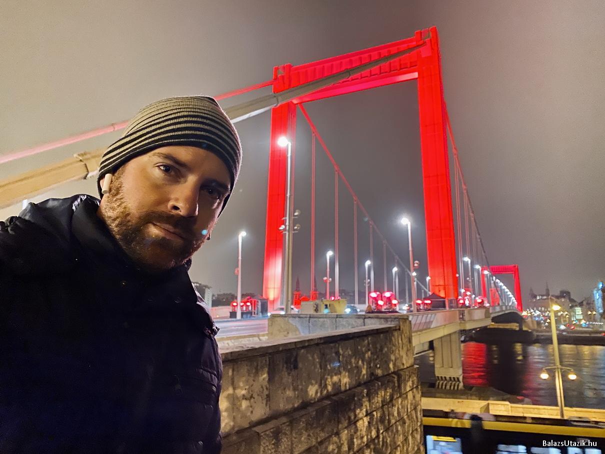 Így nézett ki a pirosra festett Budapest