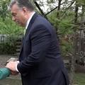 Bözsi néni meglátogatta Orbán Viktort.