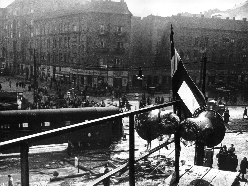 018_a_budapesti_szena_ter_a_forradalom_napjaiban.jpg