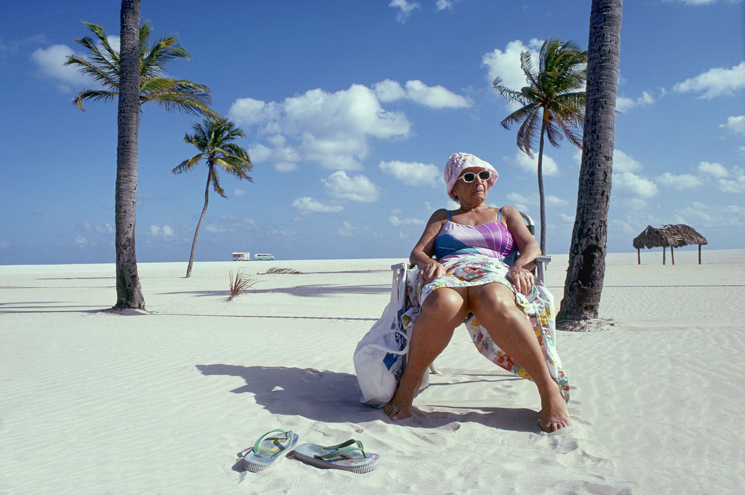 590_1old_lady_on_miami_beachb.jpg