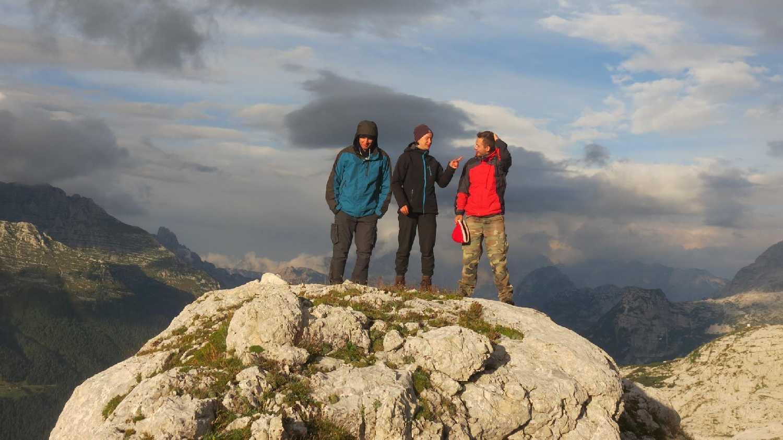 Zoli, Bori és Erik a tábor felett nem messze (Szabó Joci képe)