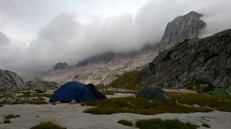A tábor és a főcsúcs a távolban (Szabó Joci képe)