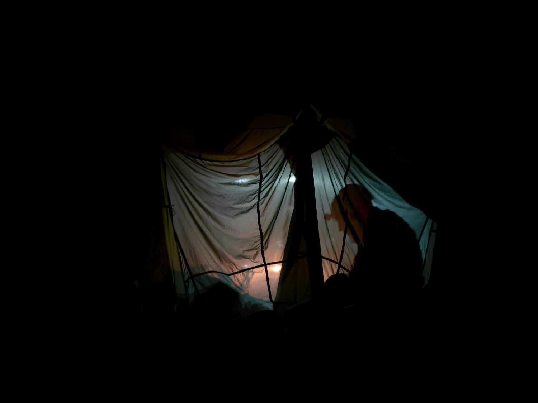 Dini a bivak sátorban (Modor képe)