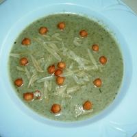 Medvehagyma krémleves és brokkoli krémleves.
