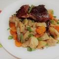 Pulykacomb friss, tavaszi zöldségekkel.