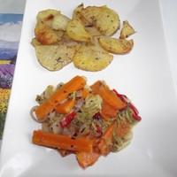 Vajon sült zöldségek és fűszeres burgonya.