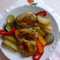 Tepsis csirkecomb vele sült zöldségekkel
