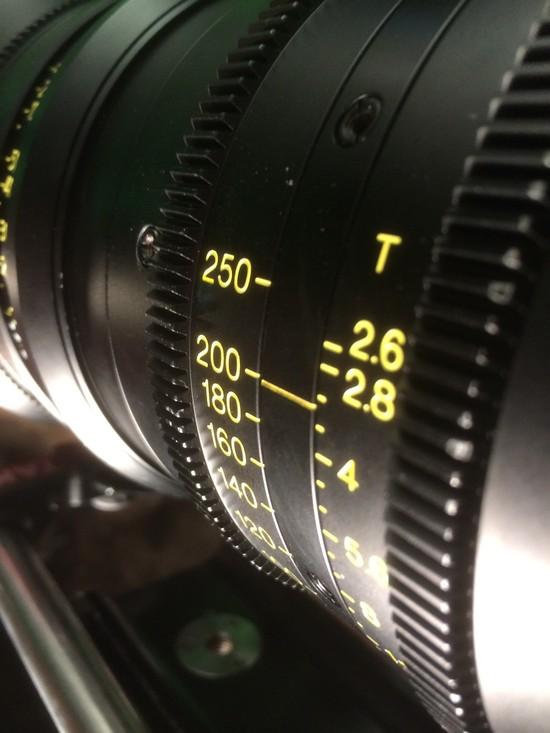 A 35 mm-es kamera méregdrága objektívje. (fotó: Ed Moore)