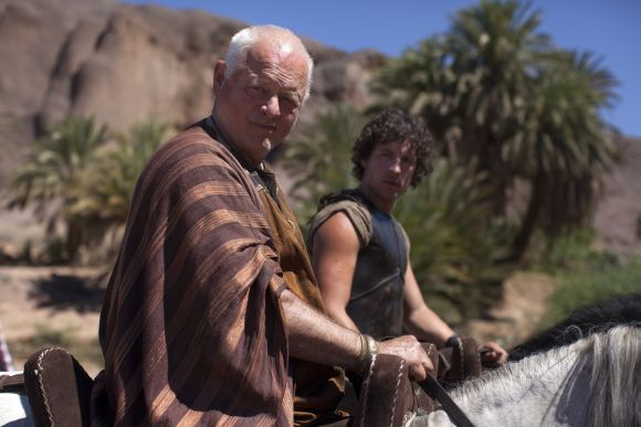 Sarpedon (Robert Pugh) és Jason (Jack Donnelly)