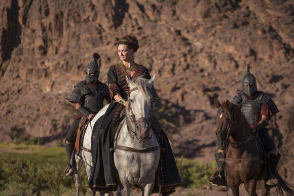 Pasziphaé (Sarah Parish) nem mond le Atlantisz trónjáról.