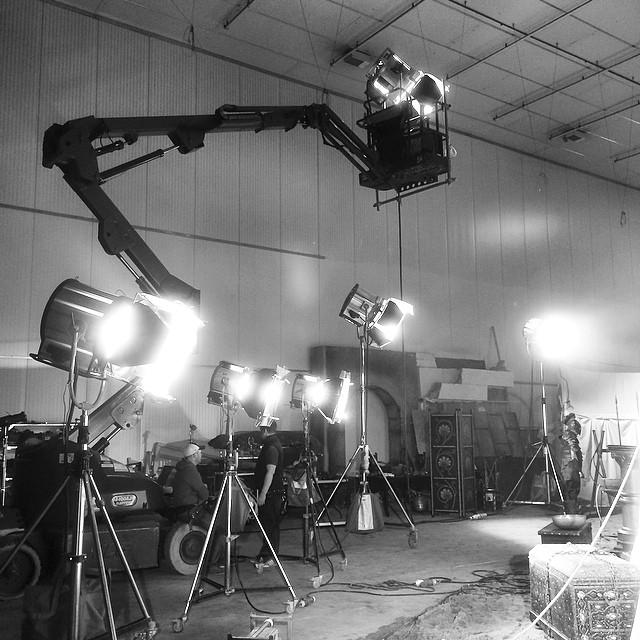 Lámpa sereg a stúdióban (fotó: Ed Moore)