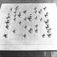 """Yoko Ono sakktáblája (a)vagy 3+1 """"toleranciagyakorlat"""""""