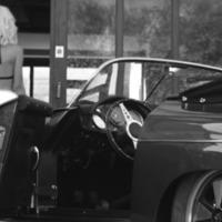 Gyönyörű Szőke Nő + Veterán Porsche Speedster = Elképesztő 30 Másodperc