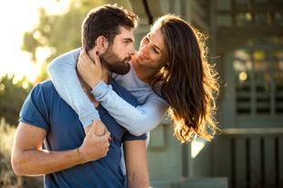 Miért tartják a nők vonzóbbnak a szakállas pasikat?