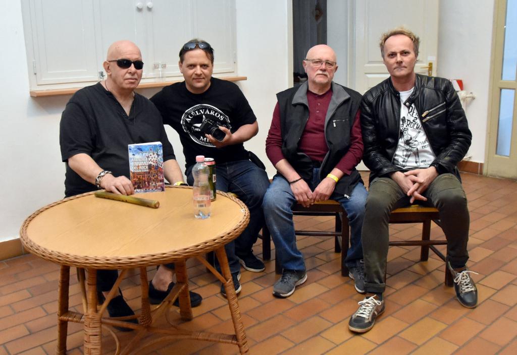 2018: a Művelődési Ház előterében Török Ádám, Mocsári László (fotós), Kuruc Attila (a '73-as Popfeszt miskolci szervezője) és Hímer Bertalan Paya (koncertszervező, újságíró).
