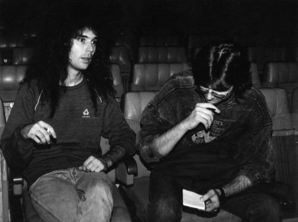 Szekeres Tamás az Omen zenekar első miskolci koncertjén (1991)