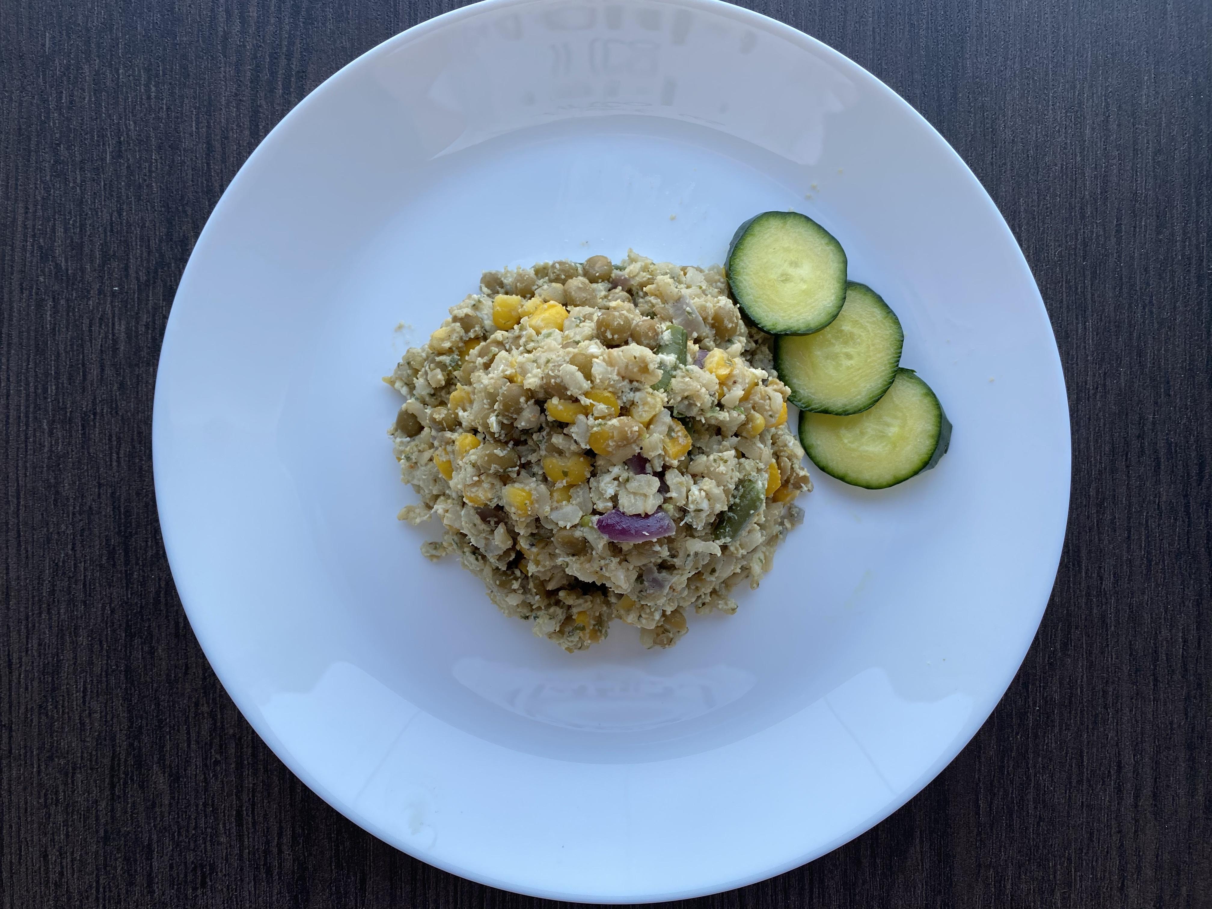 Zöldséges, tojásos barna rizs