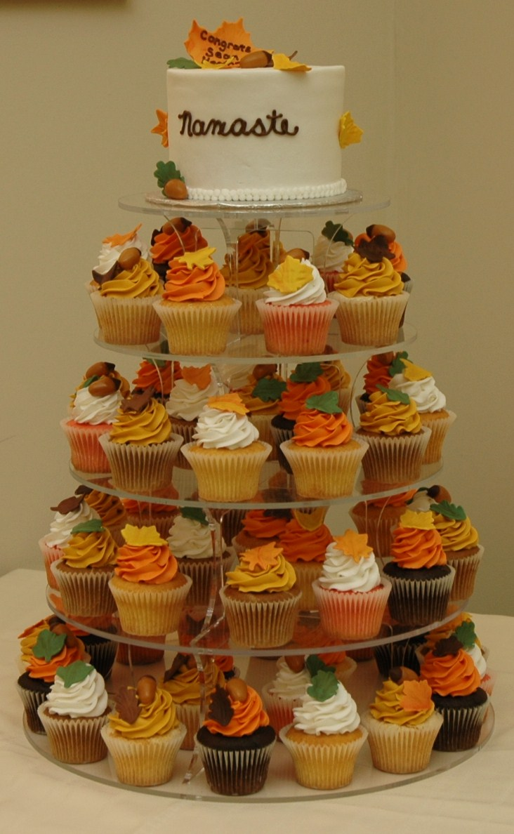 Autumn wedding cake and cupcakes.jpg