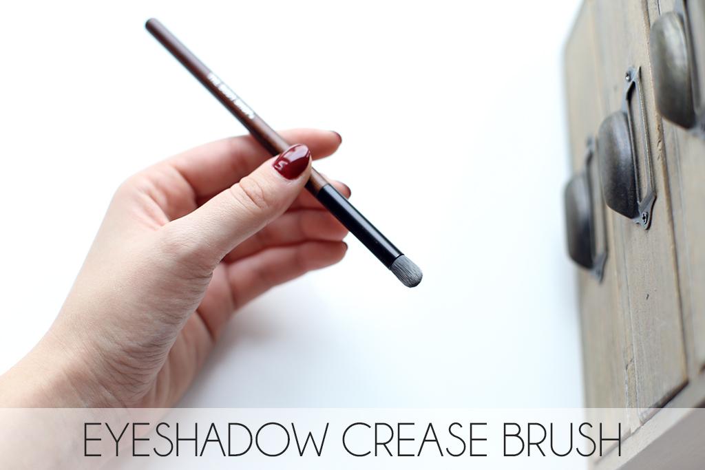 tbs_eyeshadow_crease_brush.jpg