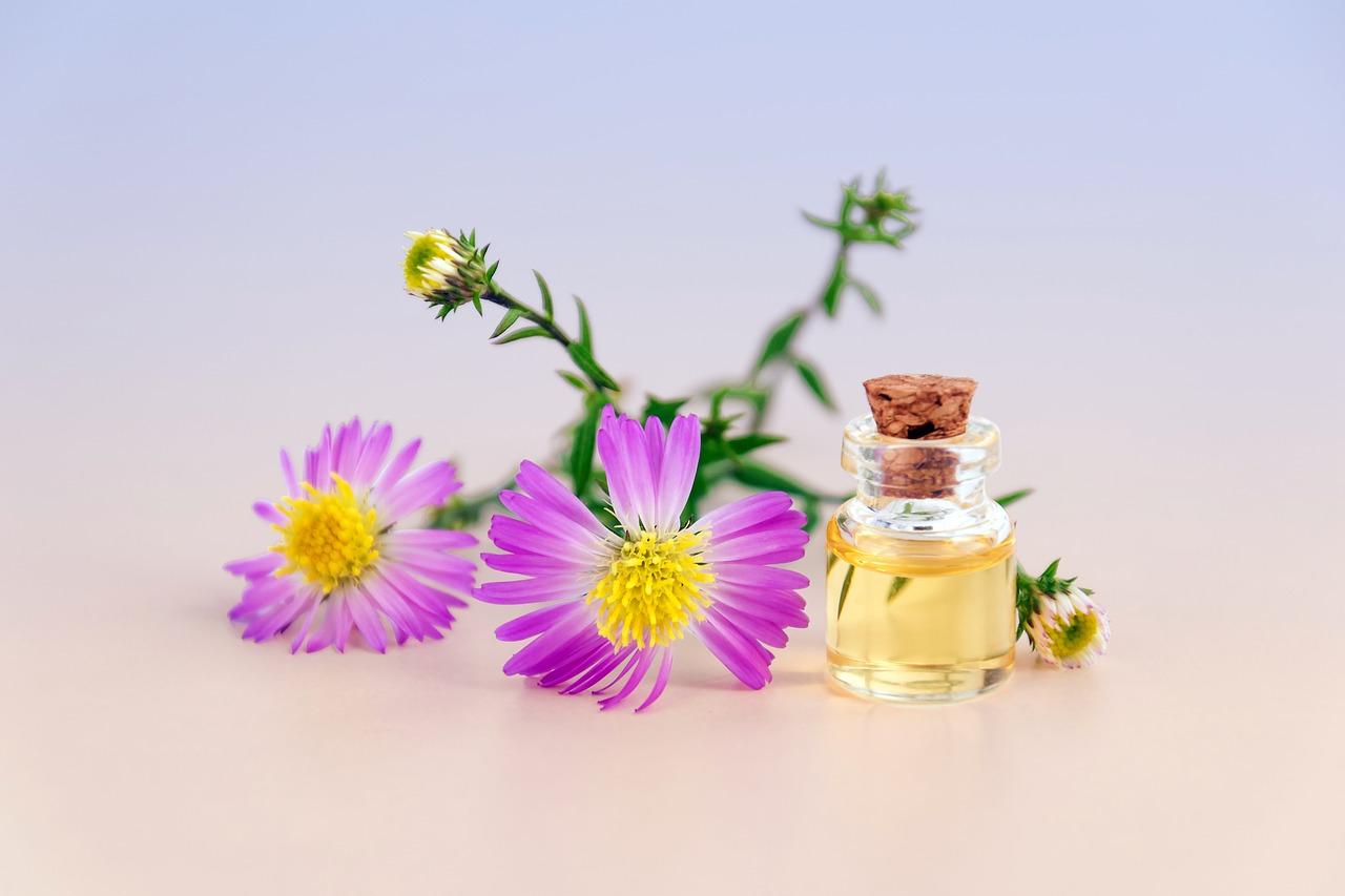 cosmetic-oil-3197276_1280.jpg
