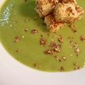 Zöldborsó krémleves, pirított szezámmagos tofuval