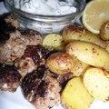 Görög fetás-húsgolyók, citromos burgonyával és tzatzikivel