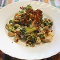 Tepsis brokkoli hússal, hagymával