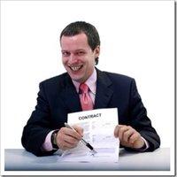 4 ígéret, amit ha tesz az ingatlanos, ne írjunk vele alá!