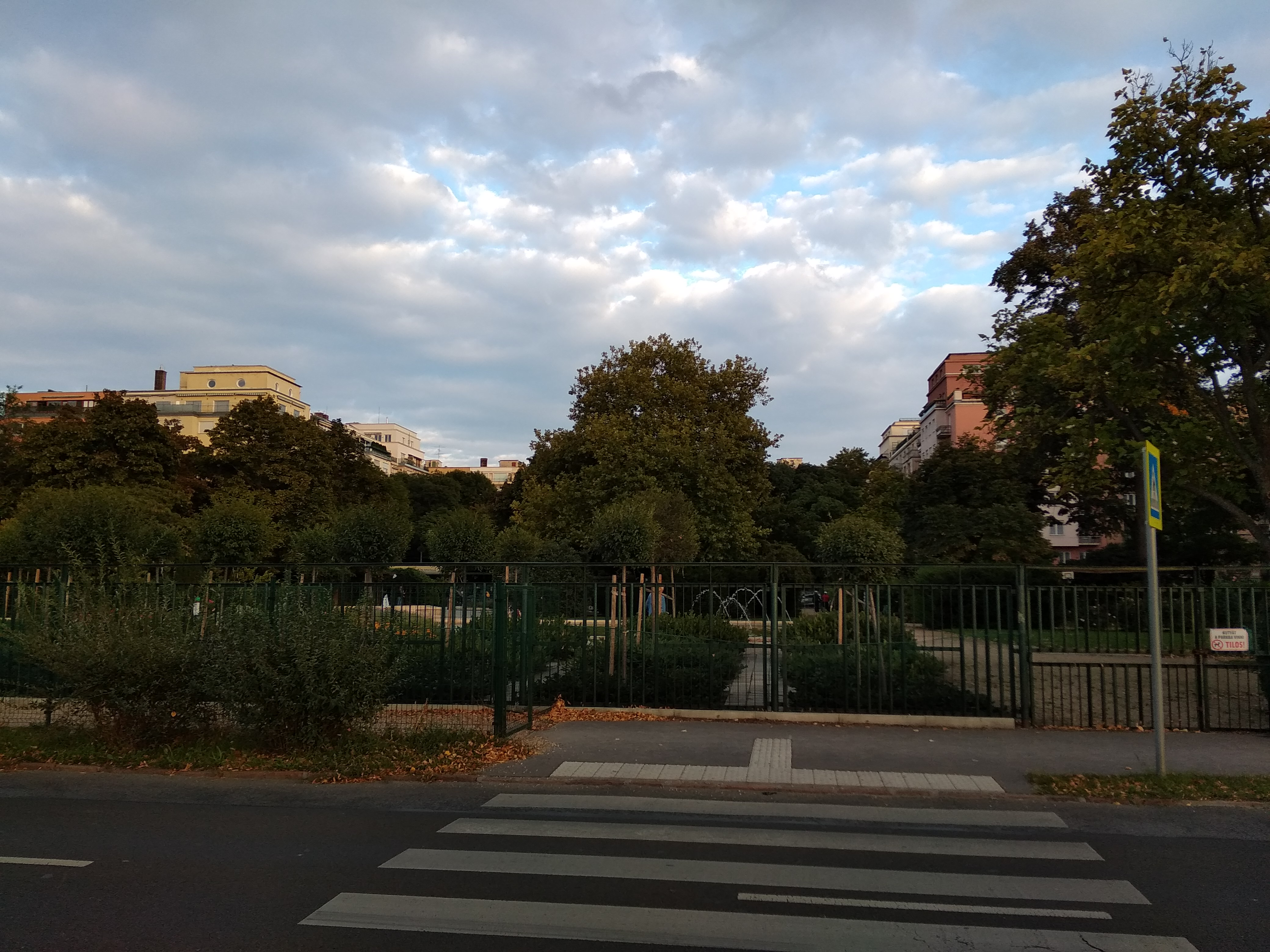Még zöldell a Szent István park is. <br />A szerző felvéztele