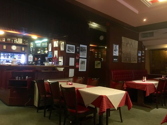 Restaurant Schroder. Harry törzshelye, egy valóban létező étterem. Be tudnék ülni egy sörre, az biztos.