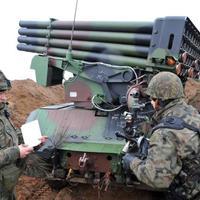 Putyinra hivatkozva fegyverkeznek