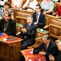 BEKIÁLTÁS: Az egyházaknak is Orbán diktál