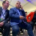 BEKIÁLTÁS: Orbán meg a kutya farka