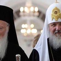 Egymást szorongatják a patriarchák