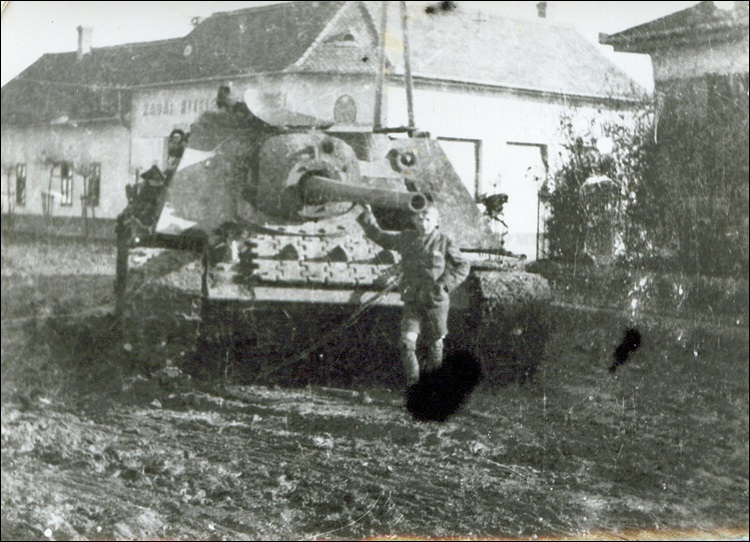 11kabaharcokutan1944nemettank.jpg