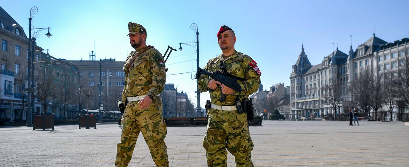 katonaijarorokdebrecenbelvarosaban2020-03-20_jpgfotoczegledizsoltmti.jpg