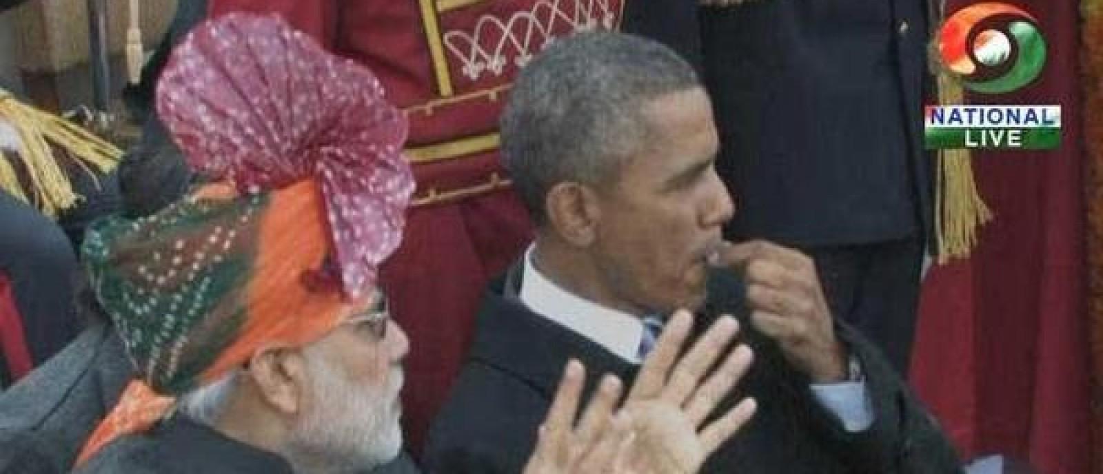 obama-and-modi-chewing_gum.jpg