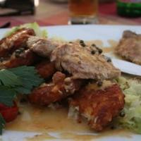 Vaslapon sült mangalicabordák szalonnás kelkáposztával rösti karikákkal...