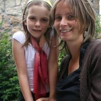 Anya és lánya bizonyítványosztás után