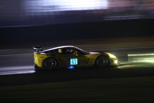 Az egyik Corvette kipufogóján kicsapó lángok. Fotó: Csikós Zsolt