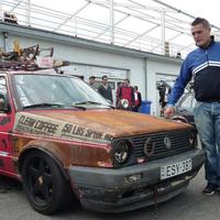Sósavval locsolta le a saját autóját
